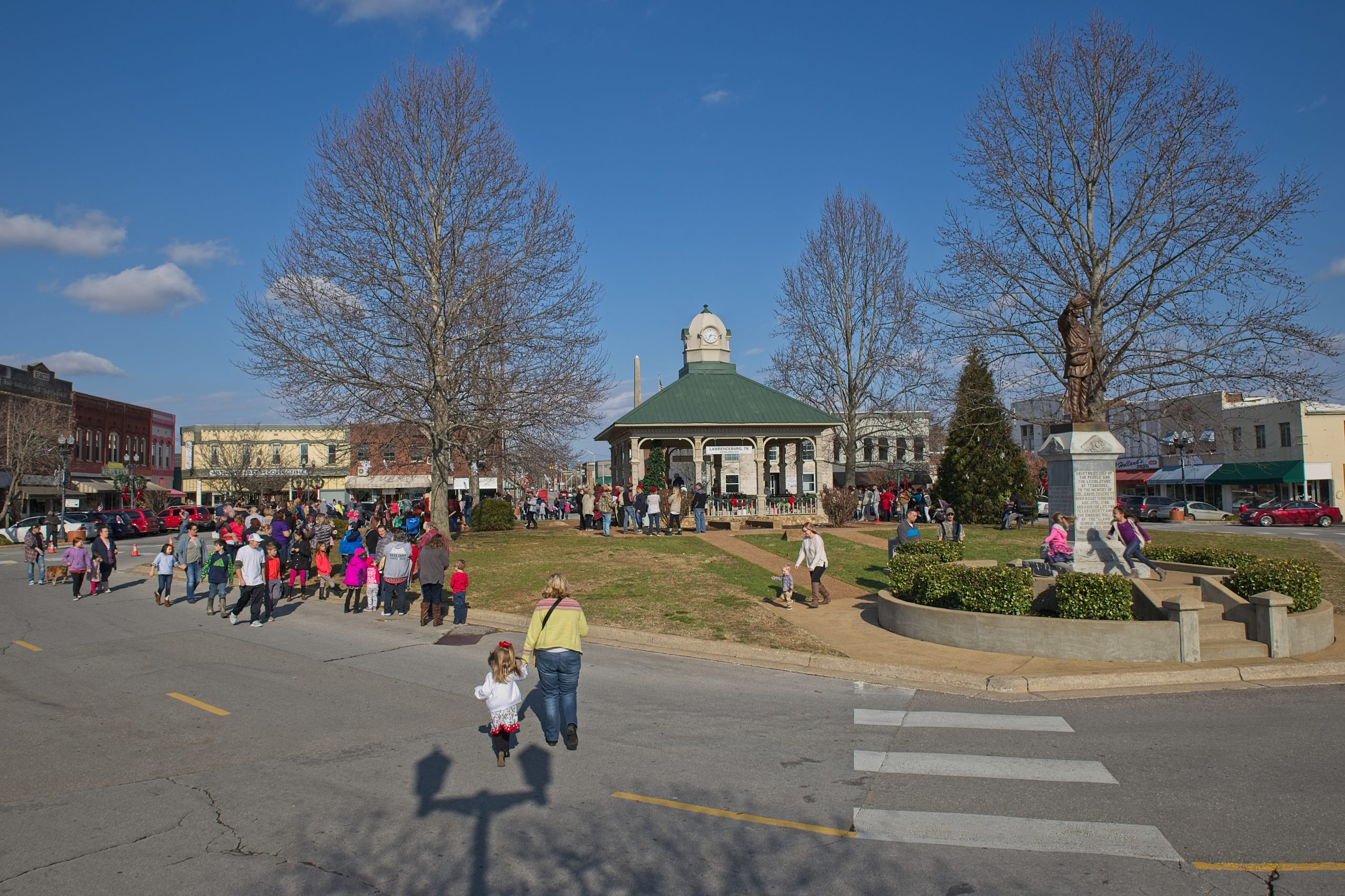 cora's christmas in lawrenceburg tn draws a lot of people