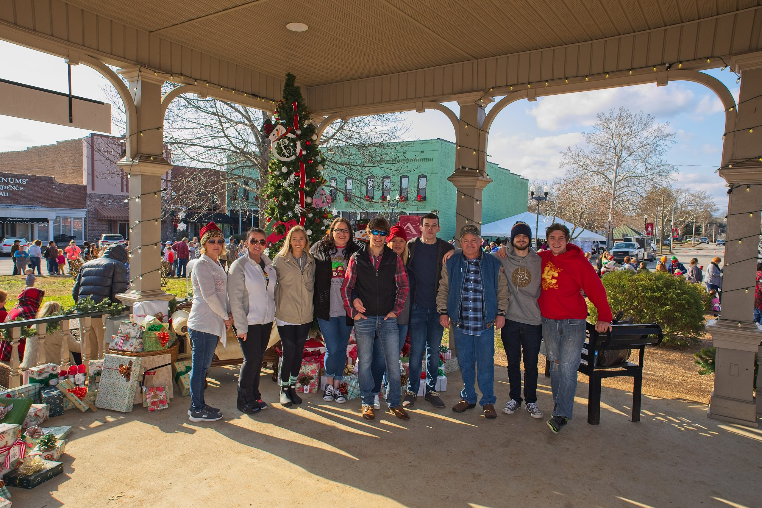 volunteers in group photo for cora's christmas in lawrenceburg tennessee.