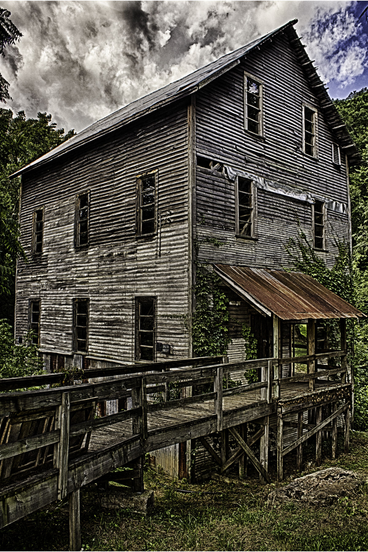 The old wilburn mill in lawrence county.